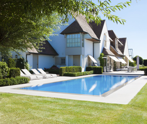 overloop zwembad bouwen, betonnen zwembad