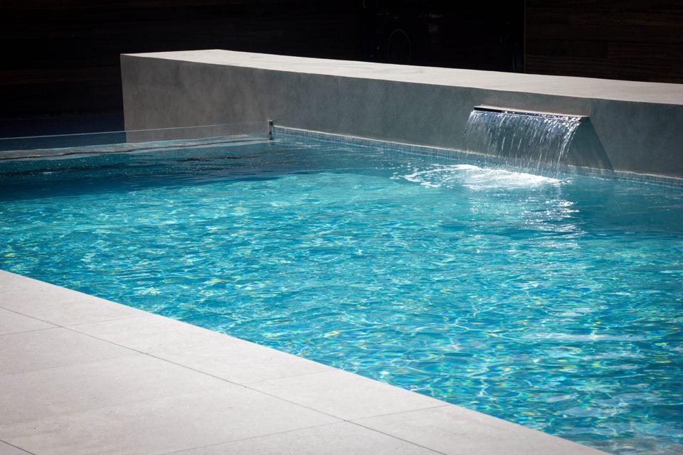 Beton zwembad inox waterval