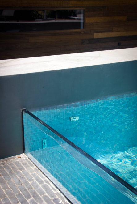 Glashelder zwembad