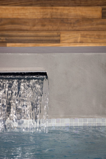 Inox waterval en padouk poolhouse