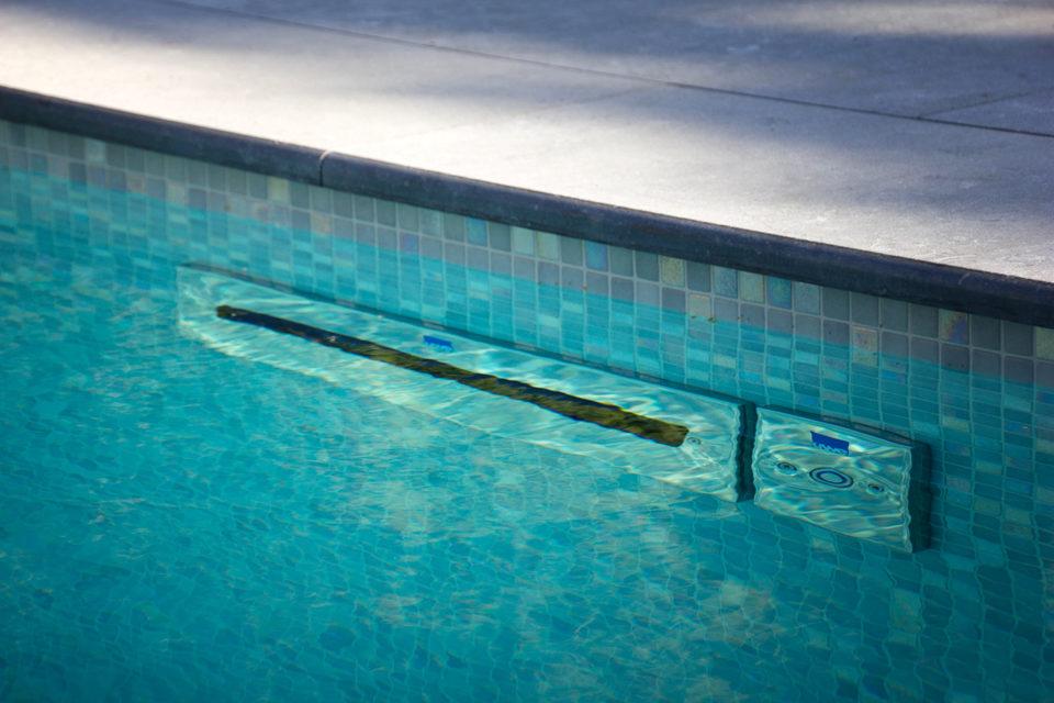 Tegenstoom zwembad