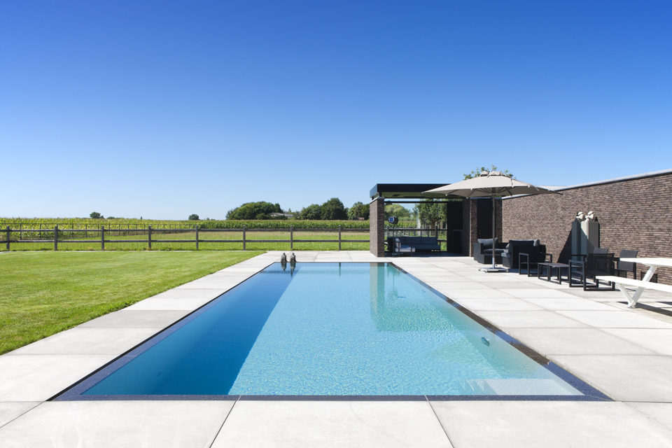 beton buitenzwembad in tuin, My pool by Hugelier