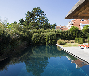 Combinatie overloopzwembad, infinity pool en overloopzwembad