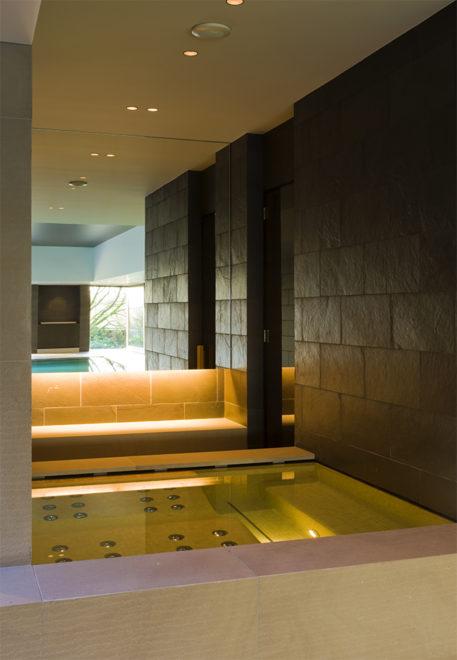 spa afgewerkt in mozaïek, west-pool