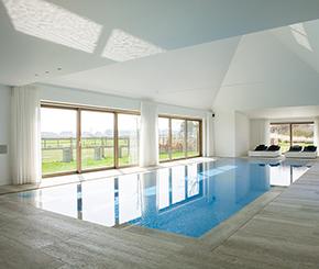 luxe overloopzwembad voorzien van massagejets en borrelplaat, Hugelier zwembaden