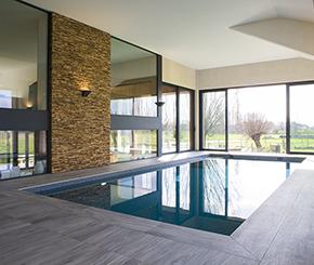 skimmer zwembad bekleed met grijze mozaïek, binnenzwembad, Hugelier zwembaden