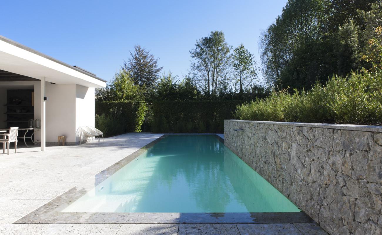 Exclusief overloopzwembad in proven aalse setting luxe for Kostprijs zwembad aanleggen