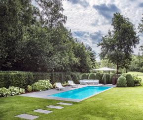 betonnen buitenzwembad bekleed met polyester