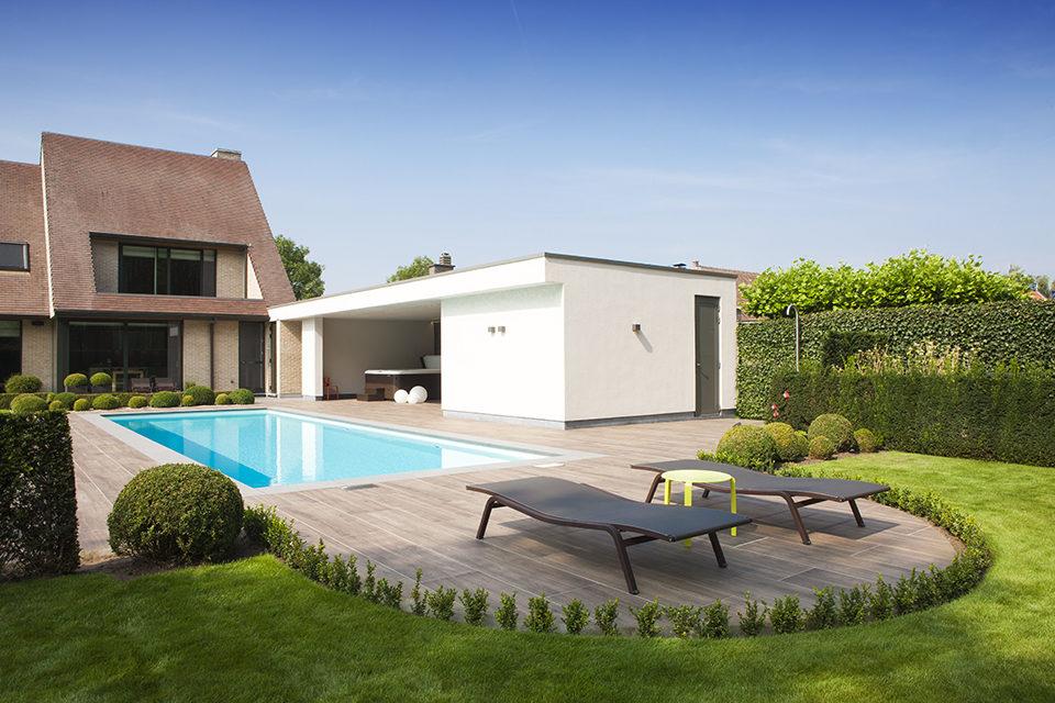 Starline buitenzwembad met moderne witte poolhouse en for Kostprijs polyester zwembad