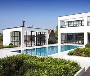 betonnen zwembad bekleed met mortex en overlooprand in corian, Azur zwembaden