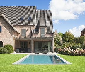 Skimmer zwembad met ronde hoektrap My pool by Hugelier