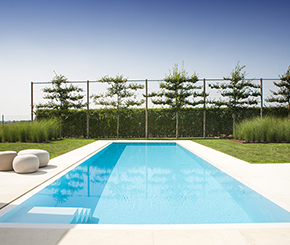 Zuiders wit overloopbad afgewerkt met swimfinish premium poolcoating, My pool by hugelier