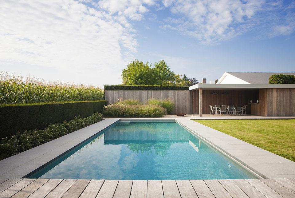 Instant vakantiegevoel in eigen tuin met dit mooie skimmer for Eigen zwembad in de tuin