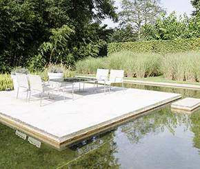 moderne zwemvijver met stapstenen naar drijvend terras, Ecoworks