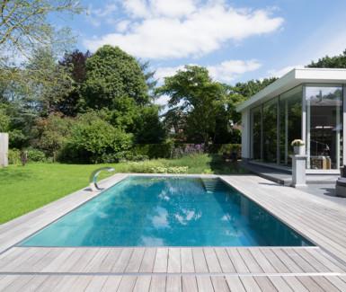 Buitenzwembad op maat de mooiste buitenzwembaden for Kostprijs polyester zwembad