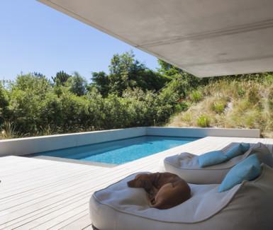 bob monteyne, exclusief buitenzwembad op terras bekleed met mozaïek