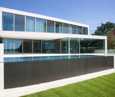 Swimtec, infinity pool bekleed met liner en voorzien van Led onderwaterverlichting