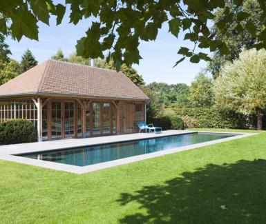 onderloop zwembad aangelegd door Quality Pool
