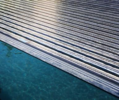 Automatisch rolluik van Aquadeck met solar polycarbonaat lamellen