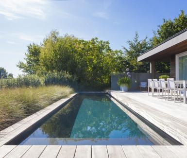 polypropyleencarbonaat hoge waterlijn buitenzwembad aangelegd door Biopool