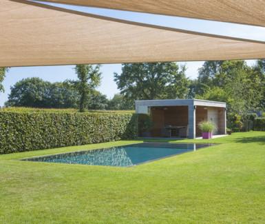 luxe overloopzwembad aangelegd door h2eau systems bvba