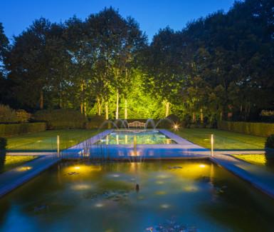 luxueus betonnen overloopzwembad aangelegd door Biopool