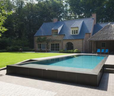 exclusief infinty zwembad aangelegd door My Pool by Hugelier
