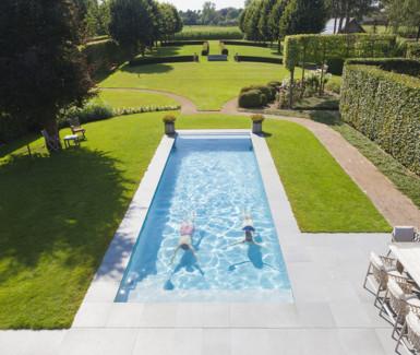 Niveko zwembad aangelegd door Ideal Pool