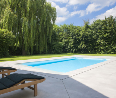 buitenzwembad aangelegd door VDS Landscaping and Pools