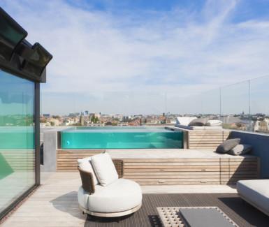 rooftop pool in inox met underwater window aangelegd door Vaneeckhoudt Zwembaden