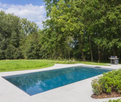 inox zwembad aangelegd door Vaneeckhoudt Zwembaden