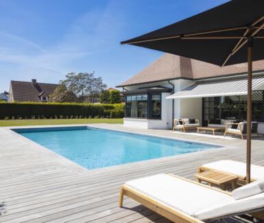 luxe skimmer zwembad aangelegd door West-Pool, mozaïek zwembad, Zwembadbouwer West-Vlaanderen