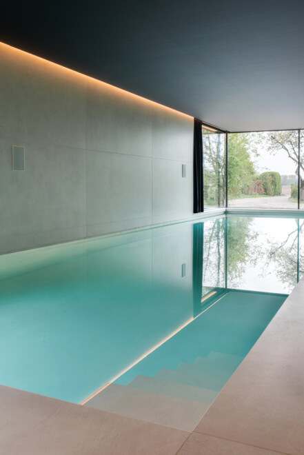 Superlarge-zwembad-in-floorgres-magnum-industrial-ivory-120x240x0,6 (4)