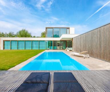 overloopzwembad, monoblock zwembad aangelegd door NIVEKO