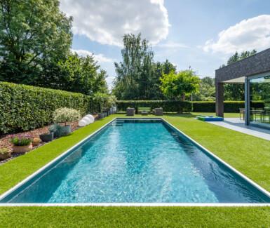luxe polypropyleen zwembad aangelegd door Aquapura, skimmer zwembad, monoblock